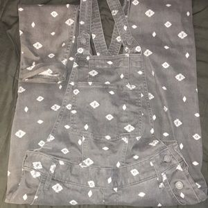 Jumpsuit/ overalls